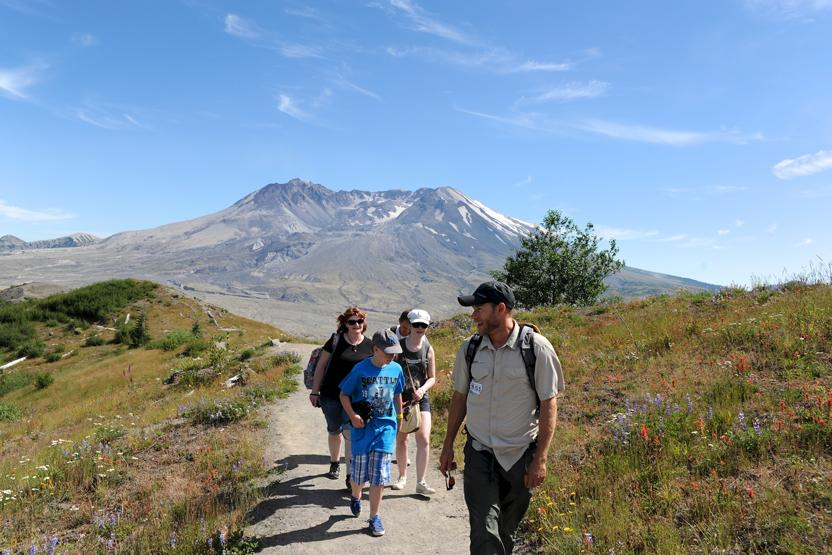 Evergreen Escapes Mt St Helens National Monument Tour