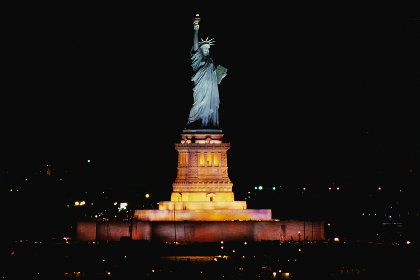 statue-of-liberty-night