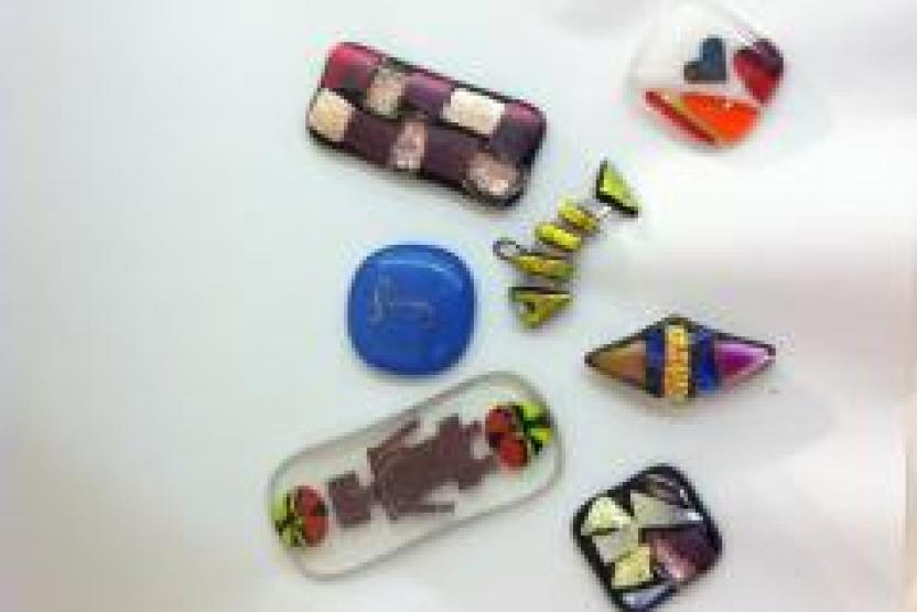 V Fusing With Iridescent Glass Decorative Etching 9397