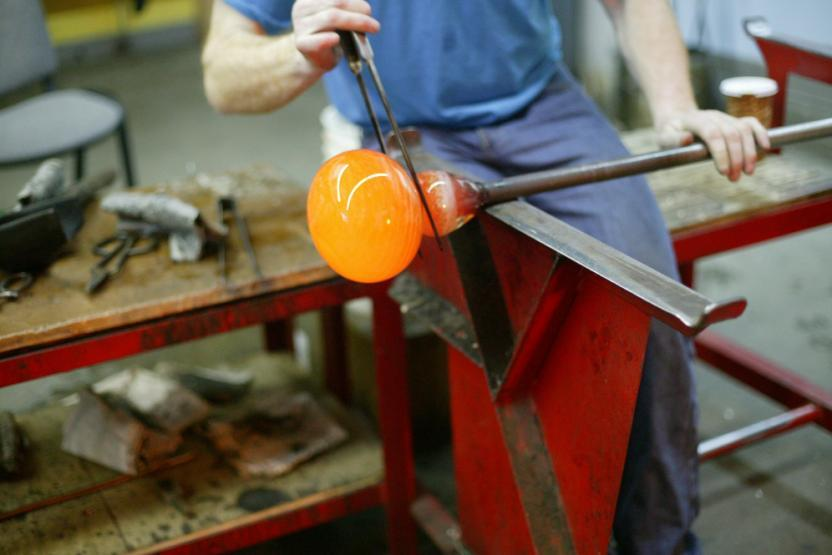 V Glassblowing Paperweights 3748