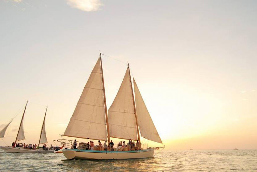 miami-drink-date-night-sailing