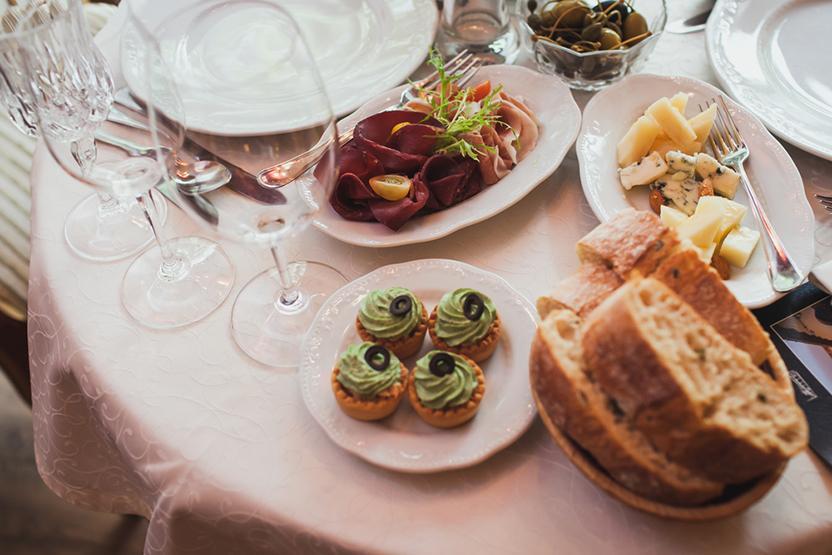 seattle-date-ideas-winetasting-dinner-vimbly