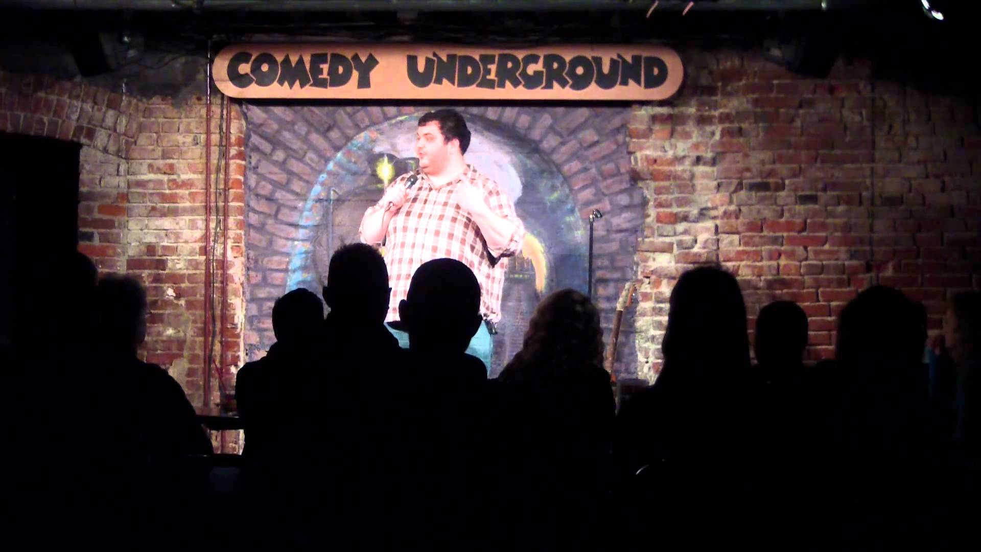 late-night-date-ideas-comedy-underground