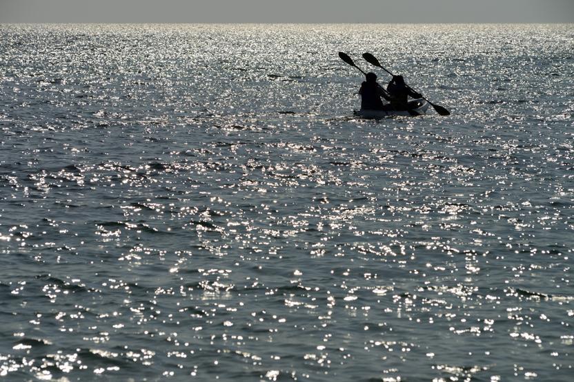 sunset-kayaking-seattle-date-ideas-vimbly