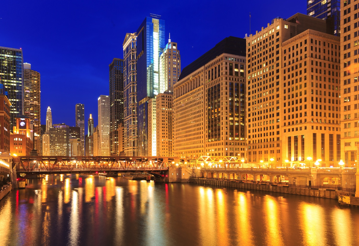 chicago-weird-tours-nighttime-architecture-tour