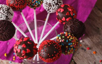 Cake Pop Making & Decorating Class -- vendor's website no longer working (AU 8/12/15)